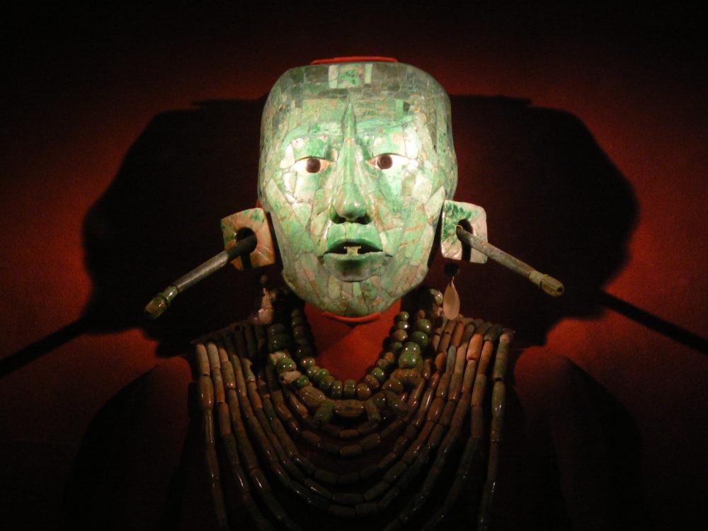 maschera di giada Maya fotografata a Città del Messico